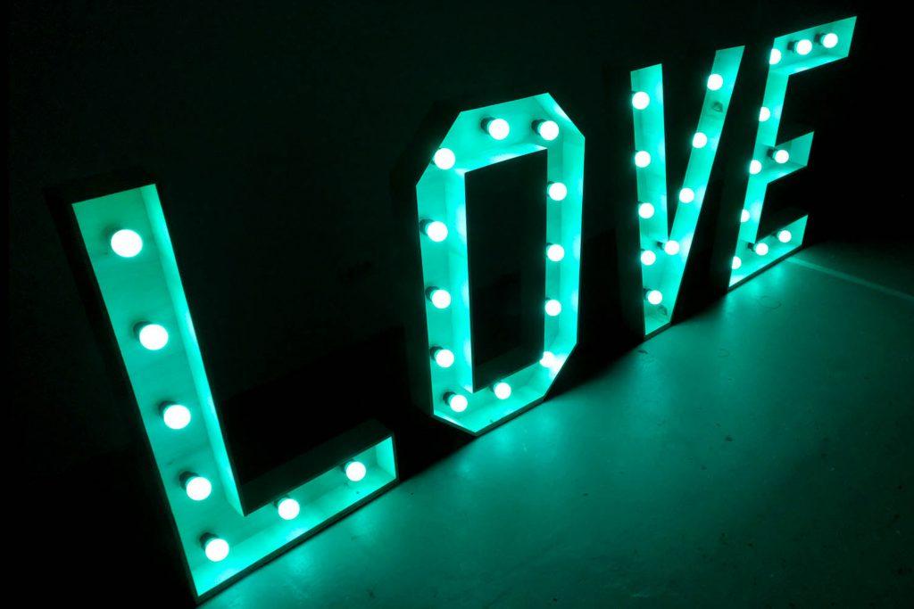 LOVE LED Letters huren