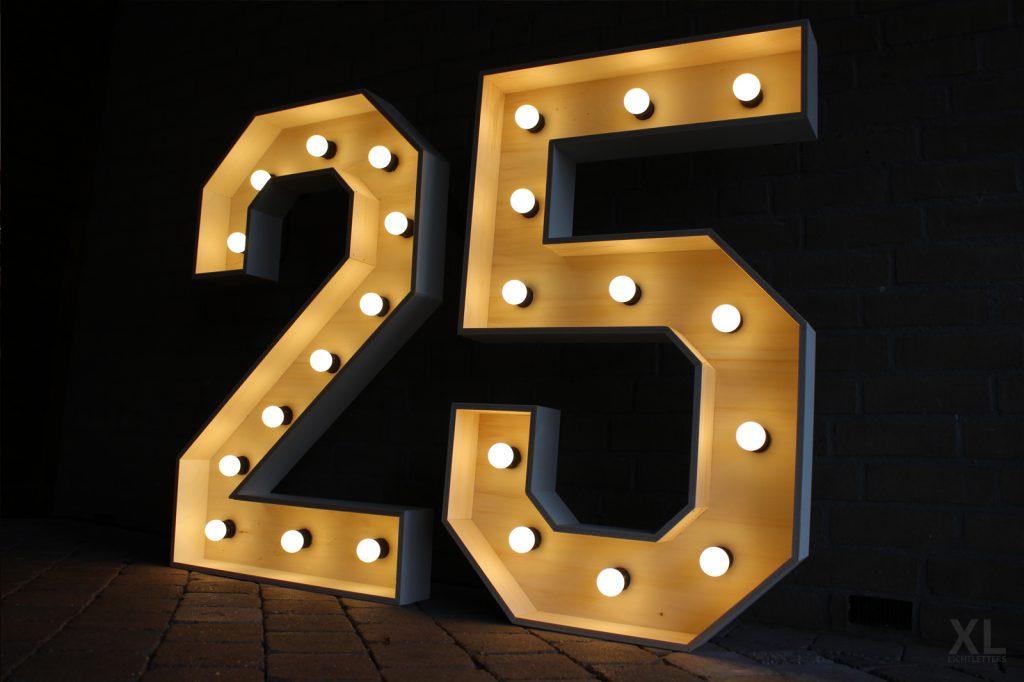Lichtletters 25 huren