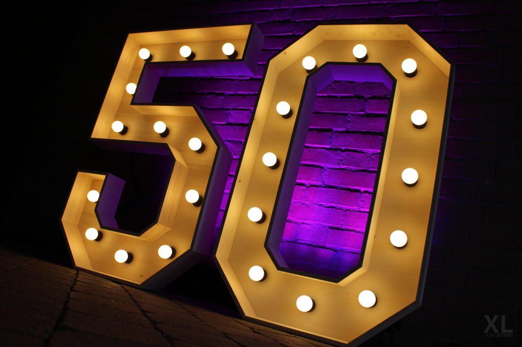 Lichtletters 50 huren