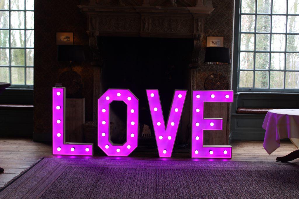 LOVE Lichtletters