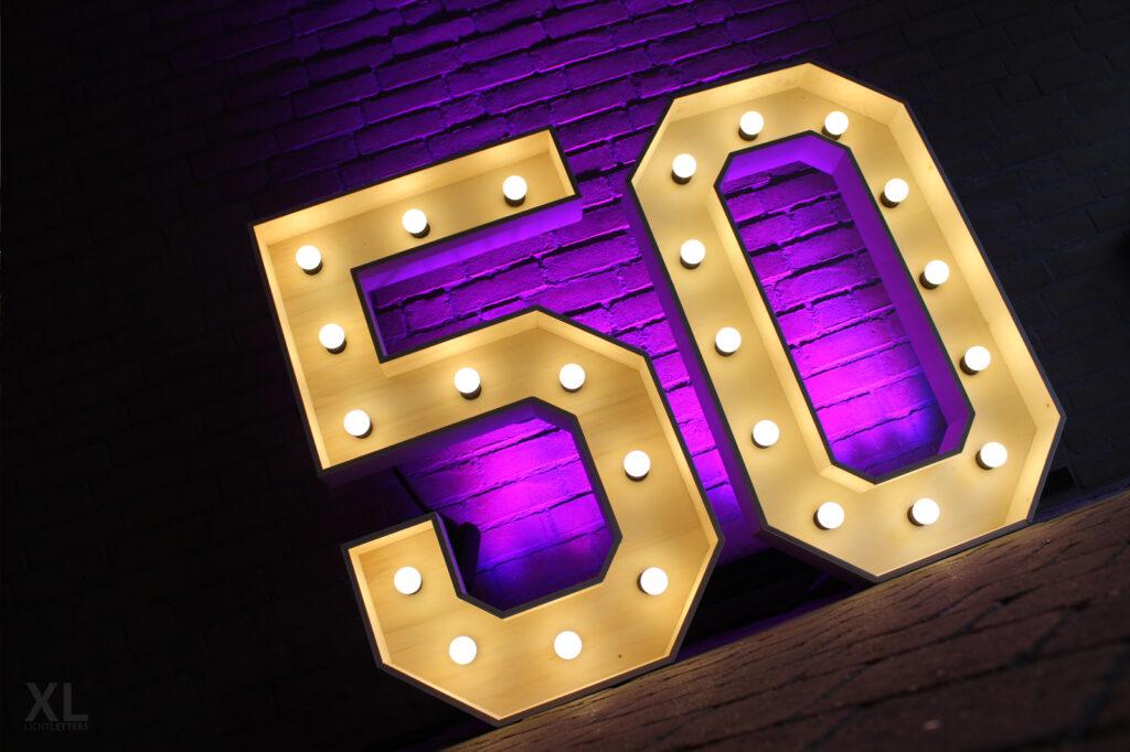 Verlichte cijfers 50 huren